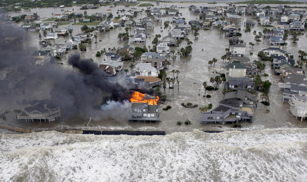 http://www.swg.usace.army.mil/portals/26/siteimages/hurricane-ike5-galveston-island_b4-.jpg